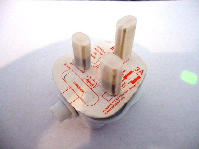 3 AMP UK MAINS PLUG (WHITE)
